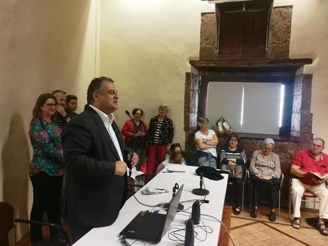 El alcalde de La Laguna atiende las demandas de Barrio Nuevo y analiza la situación de la zona